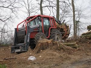 Tracteur dans la fôret